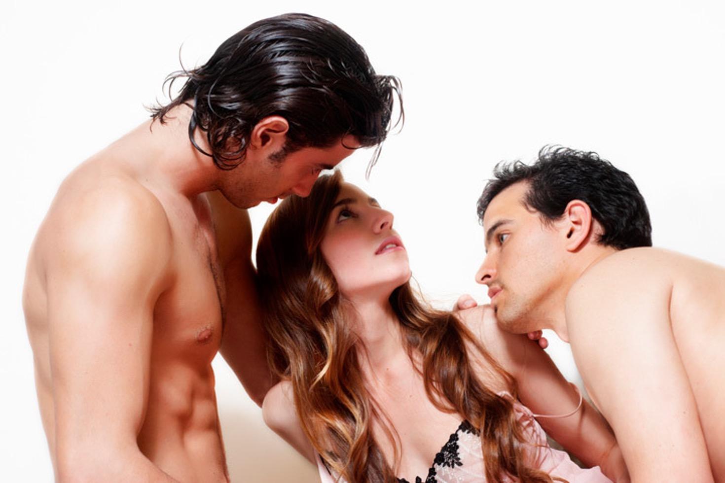 Le 15 regole per affrontare il sesso a tre