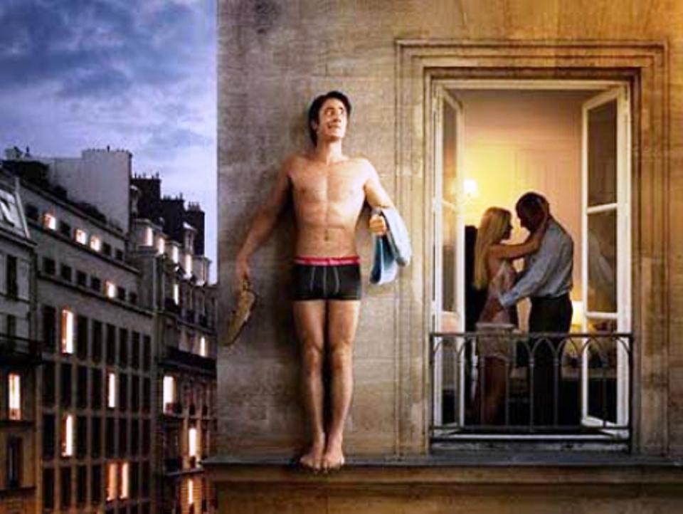Barletta, amante precipita dal balcone per nascondersi dal marito tradito