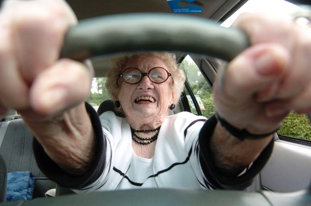 """Guida da 40 anni senza patente: """"Ho imparato da giovane, in campagna"""""""